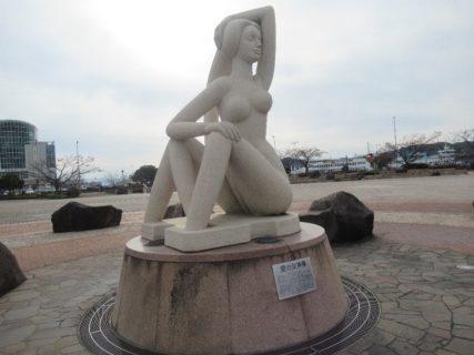 宇野港の愛の女神像は色白ですな。