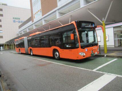 西日本で初めて走る連節バス 「オレンジアロー 連 SANDA」号です。