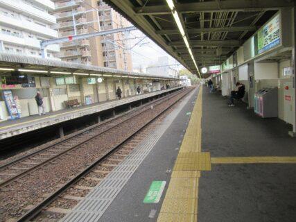 山田駅は、大阪府吹田市山田西四丁目にある、阪急電鉄・大阪モノレールの駅。