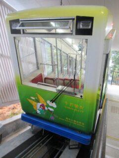 日本で唯一宗教法人が経営する鉄道、鞍馬山鋼索鉄道の鞍馬山ケーブル。