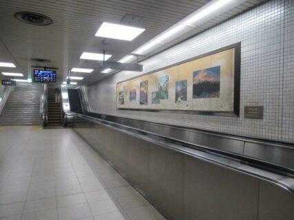出町柳駅の連絡通路のエスカレーターが面白いので。