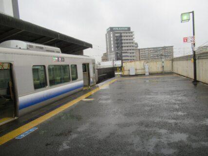 東羽衣駅は、大阪府高石市東羽衣一丁目にある、JR西日本の駅。