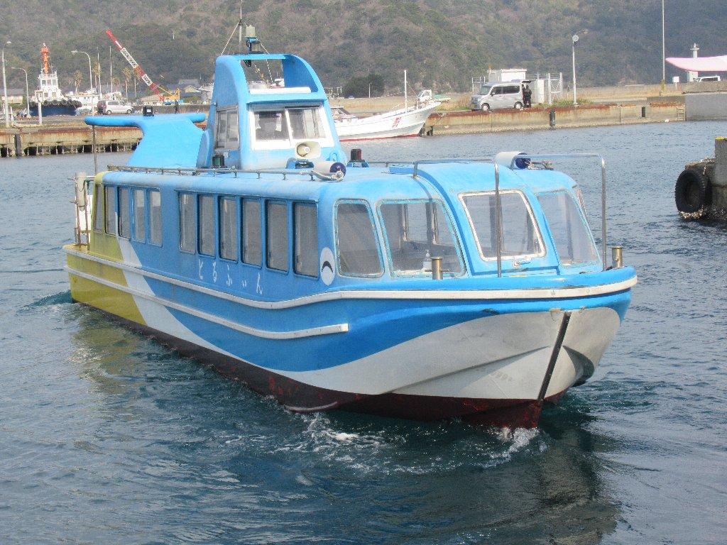 青海島は、山口県長門市の北、日本海に浮かぶ島。