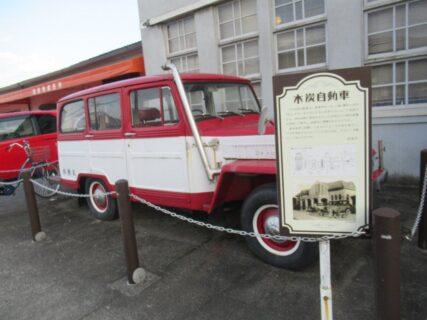西岩国駅に展示されている木炭自動車です。