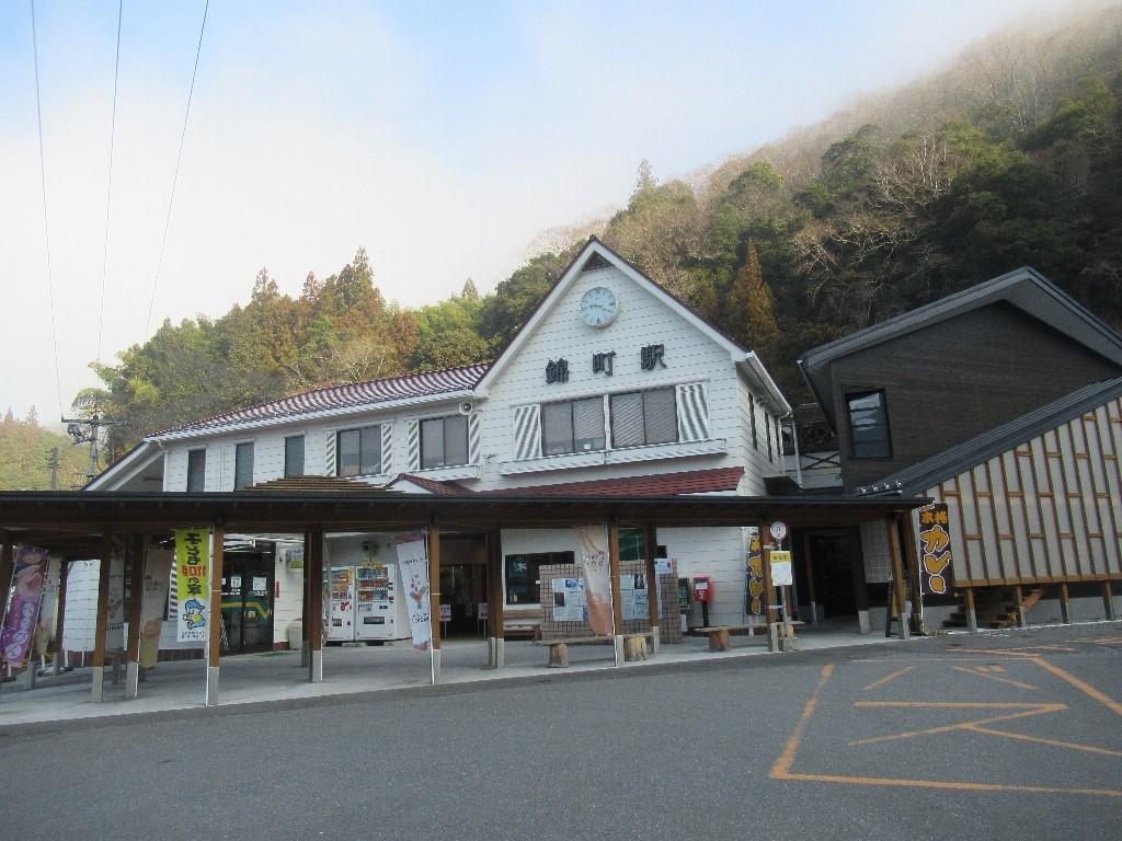 錦町駅は、山口県岩国市錦町広瀬にある錦川鉄道錦川清流線の駅。