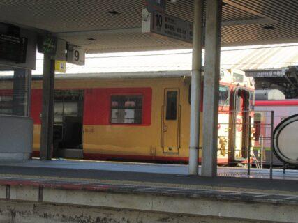 国鉄時代の急行色、津山線の「みまさかノスタルジー」編成。