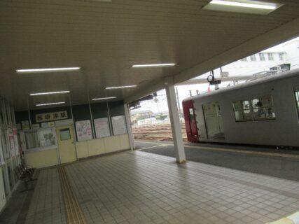 西唐津駅は、佐賀県唐津市二タ子二丁目にある、JR九州唐津線の駅。