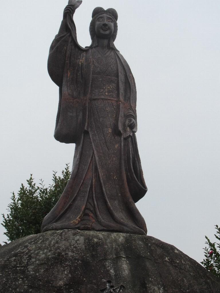 鏡山は、佐賀県唐津市にある山で、唐津市のシンボル的な場所の1つ。