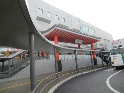 香椎神宮をイメージした香椎駅のファサード。