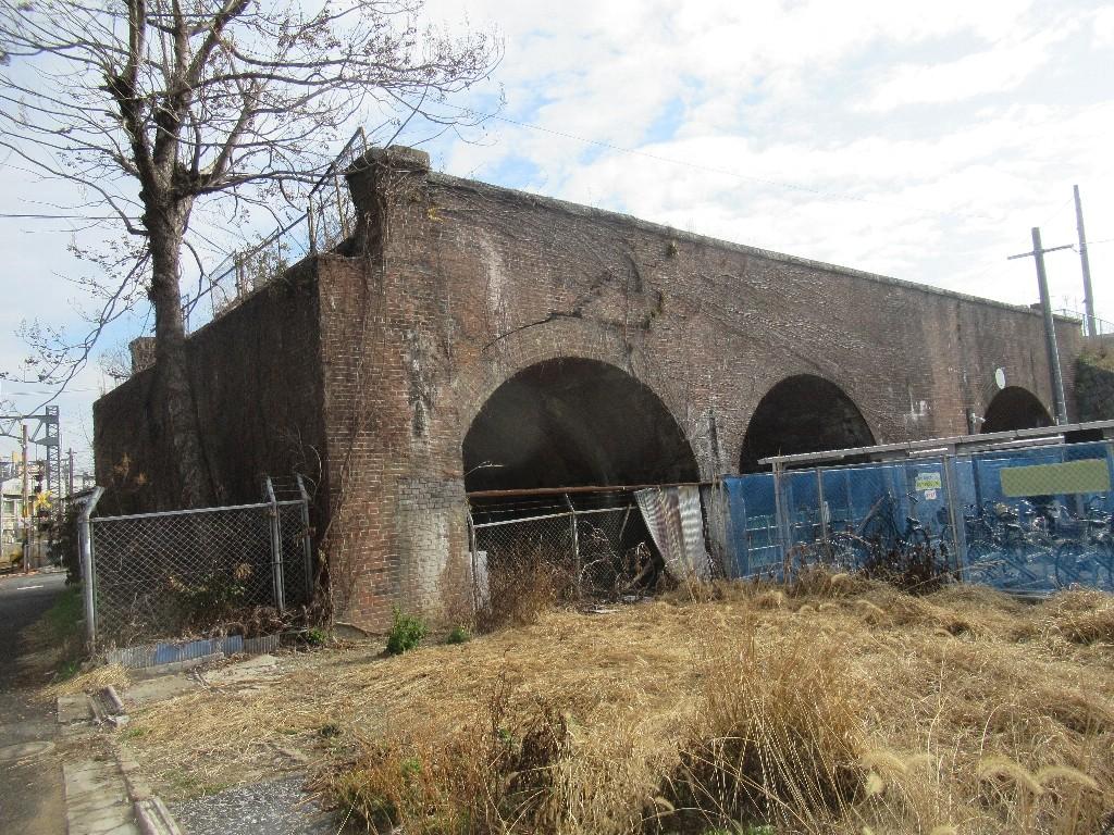 西鉄北九州線折尾停留場跡に残る、ねじりまんぽ。