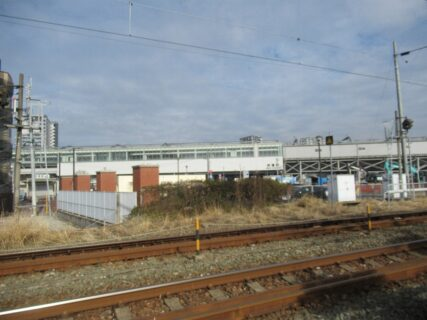 折尾駅は、北九州市八幡西区堀川町にある、JR九州の駅。
