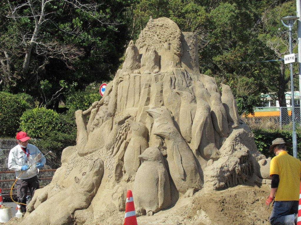 砂の像を制作中ですのよ@南さつま市の加世田。