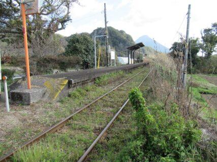 頴娃駅は、鹿児島県南九州市頴娃町郡にある、JR九州指宿枕崎線の駅。