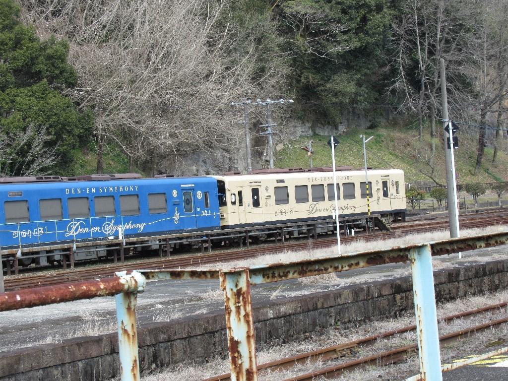 人吉温泉駅は、熊本県人吉市中青井町にある、くま川鉄道の駅。