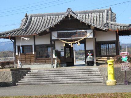 おかどめ幸福駅は、熊本県球磨郡あさぎり町免田にある、くま川鉄道の駅。