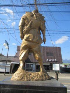 パッと見イケメン風の顔デカ超短足を探せ、とな?で、池田精肉店。