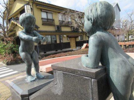 日田市の柳橋にあった子供達の像のうち一人の顔が誰かに似ていた件。