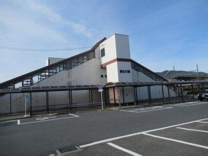 貴生川駅は、滋賀県甲賀市水口町にある、JR西日本・信楽高原鐵道・近江鉄道の駅。