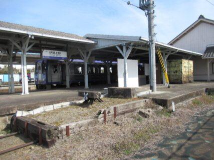 伊賀上野駅は、三重県伊賀市三田に所在する、JR西日本・伊賀鉄道の駅。