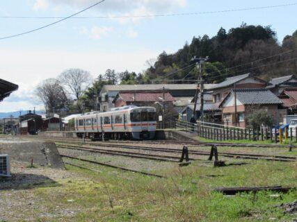 美濃赤坂駅は、岐阜県大垣市赤坂町にある、JR東海・JR貨物・西濃鉄道の駅。