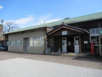 美濃市駅は、岐阜県美濃市にある長良川鉄道越美南線の駅。