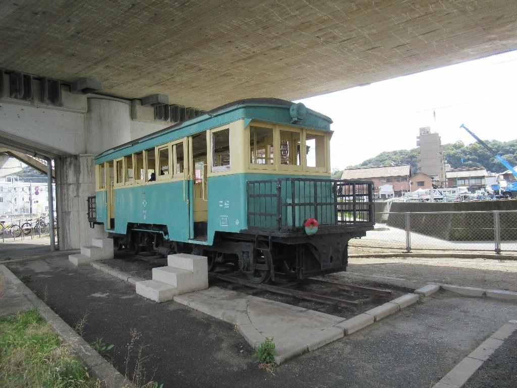 笠岡駅近くの交通公園にひっそりと置かれている井笠鉄道のホジ9号。