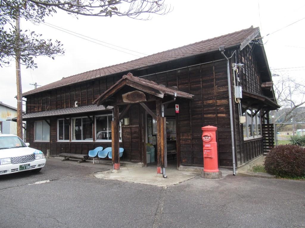美作千代駅は、岡山県津山市領家にある、JR西日本姫新線の駅。