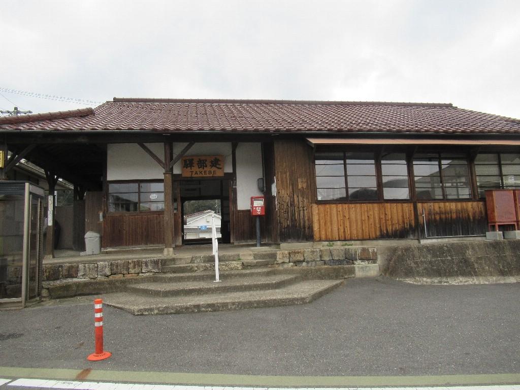 建部駅は、岡山市北区建部町中田にある、JR西日本津山線の駅。