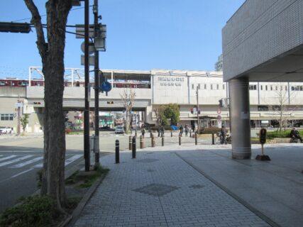 川西能勢口駅は、兵庫県川西市にある、阪急電鉄・能勢電鉄の駅。