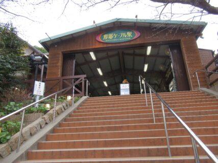 摩耶ケーブルは、神戸市灘区の摩耶ケーブル駅から虹駅に至るケーブルカー。