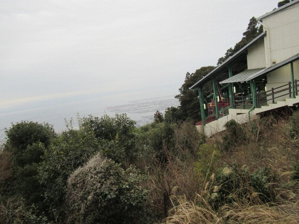 摩耶ロープウエイは、神戸市灘区の摩耶山にかかる、ロープウェー。