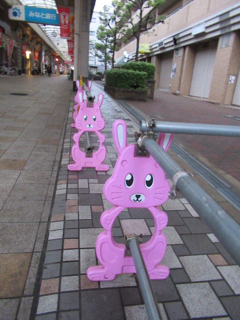 春日野道商店街のピンクウサギ串w