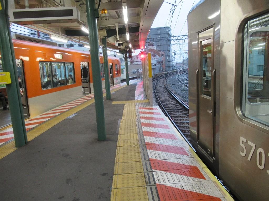 御影駅は、神戸市東灘区御影本町四丁目にある、阪神電気鉄道本線の駅。