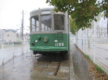青木駅に程近い小寄公園に保存展示中の神戸市電1150形1155号。