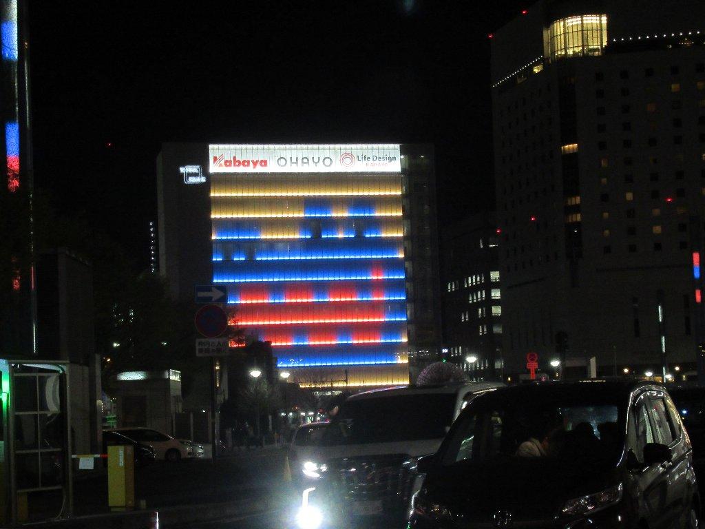 夜の岡山駅前広場なんですけれどね。