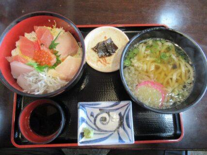 橋立海産センター瑞松苑で海鮮丼でございます。