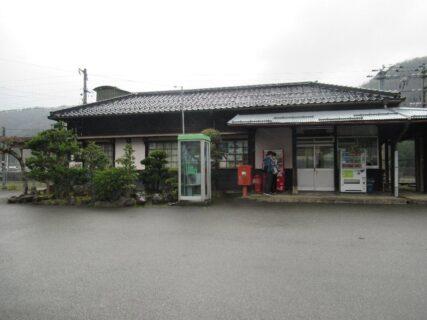 養父駅は、兵庫県養父市堀畑字石郡にある、JR西日本山陰本線の駅。