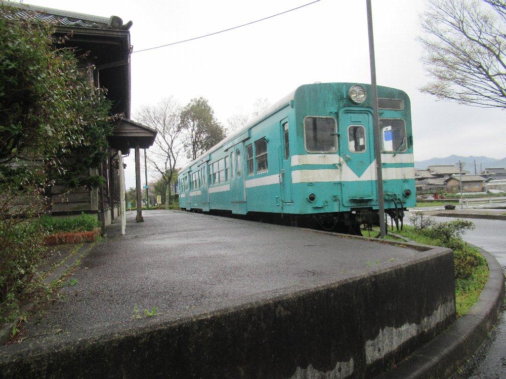 鍛冶屋駅は、兵庫県にあったJR西日本鍛冶屋線の駅 (廃駅) 。