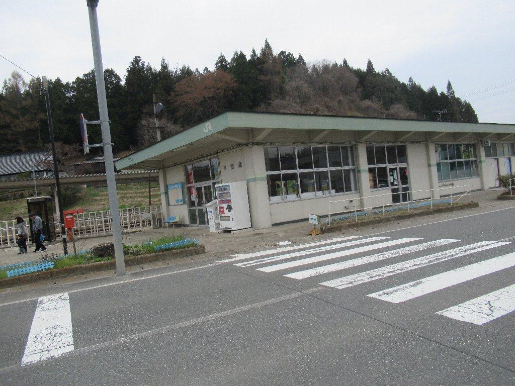 千厩駅は、岩手県一関市千厩町千厩にある、JR東日本大船渡線の駅。