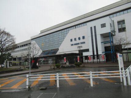 新花巻駅は、岩手県花巻市矢沢にある、JR東日本の駅。