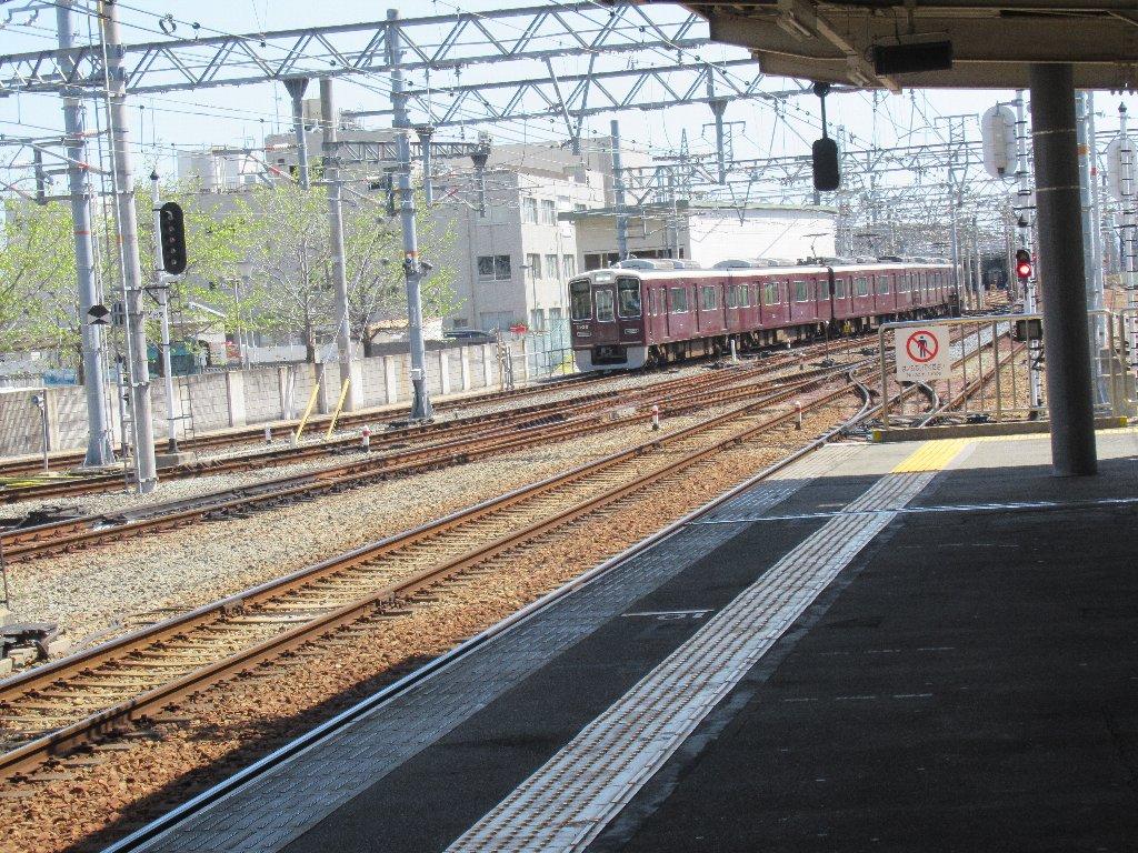 かつてダイヤモンドクロスがあった、西宮北口駅。