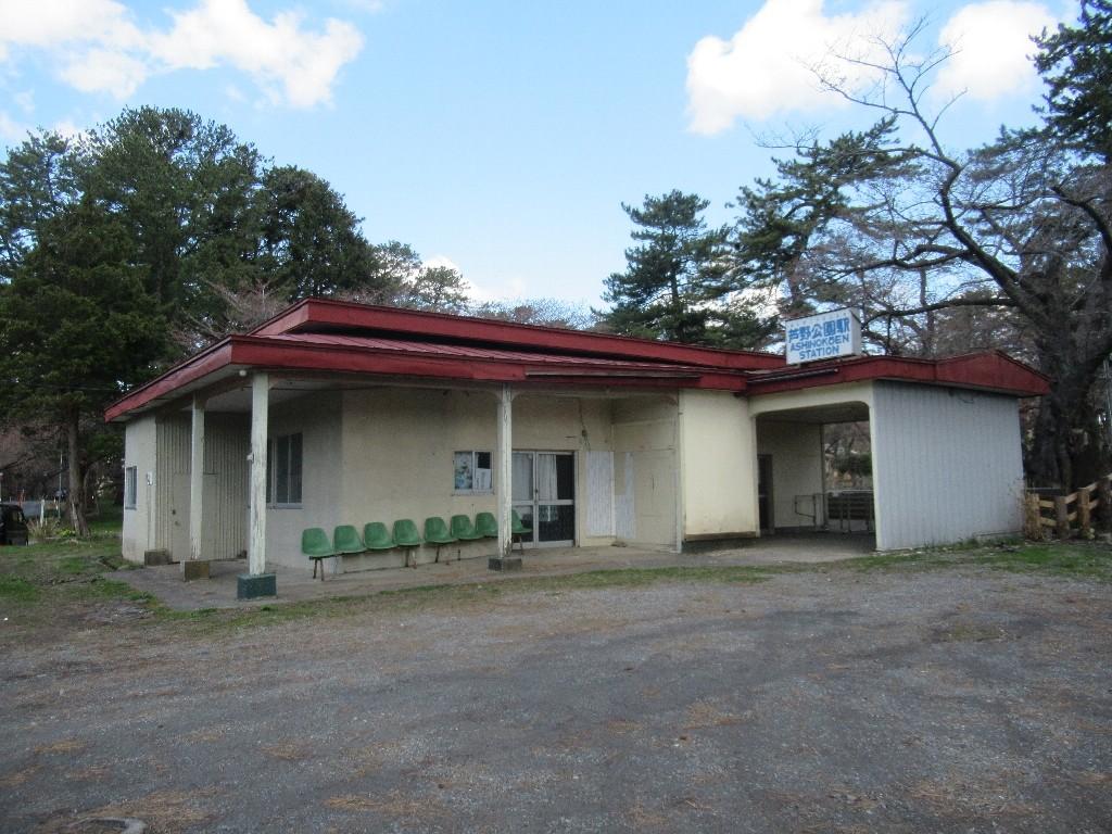 芦野公園駅は、青森県五所川原市金木町芦野にある津軽鉄道の駅。