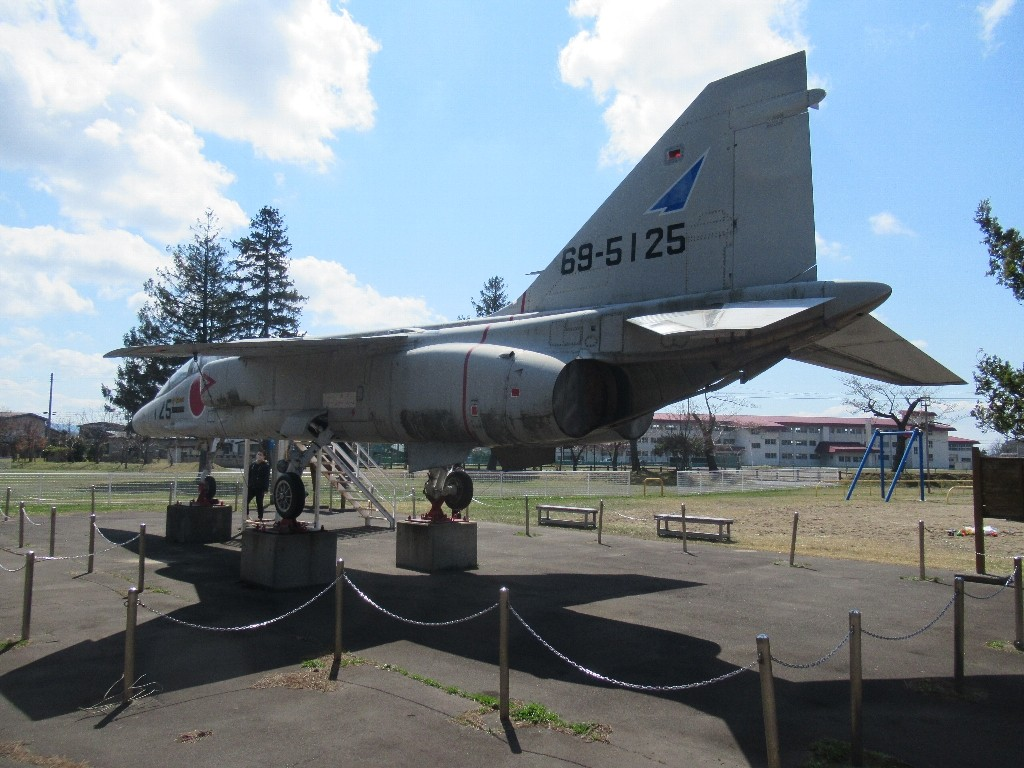 芦野公園に超音速高等練習機T2がございました。