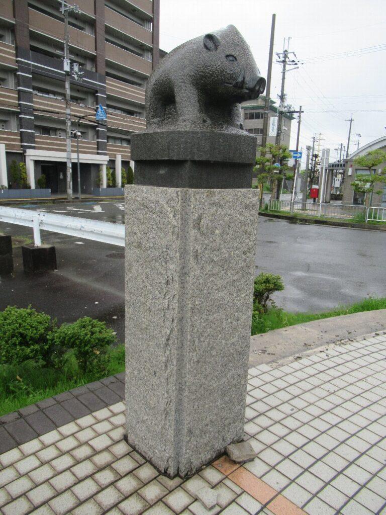 平城山駅は、奈良県奈良市佐保台一丁目にある、JR西日本関西本線の駅。