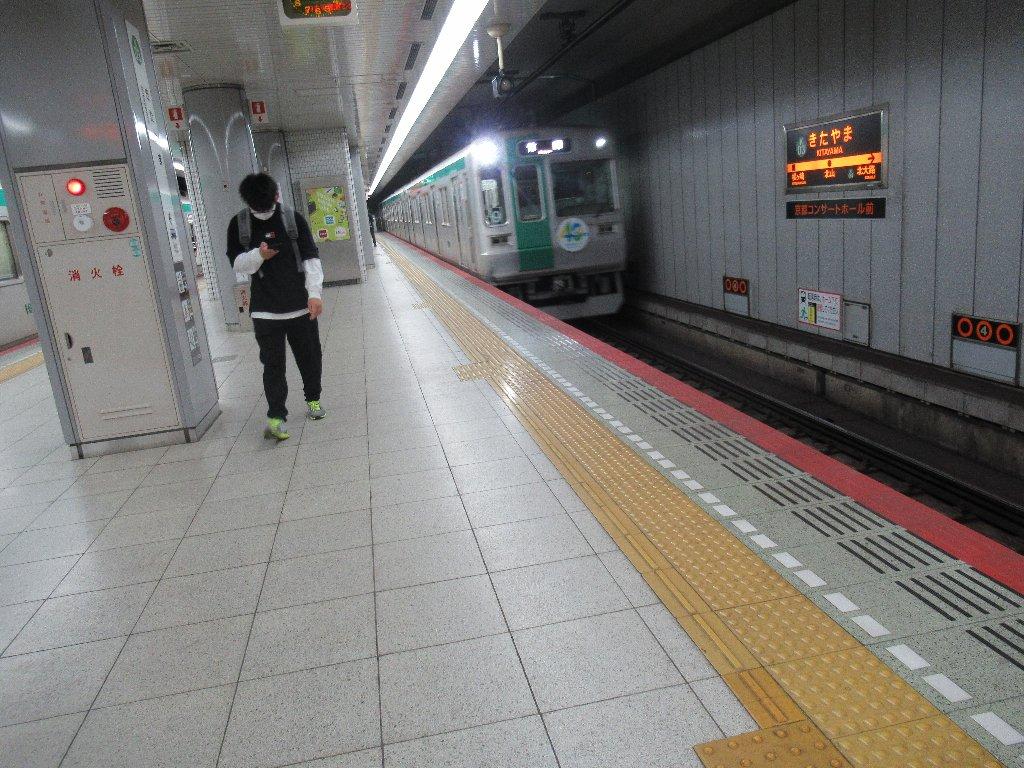 京都市営地下鉄烏丸線の北山駅でございます。