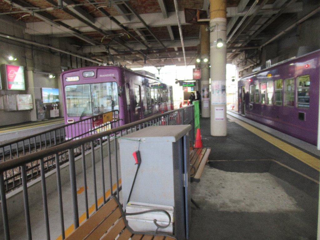 帷子ノ辻駅は、京都市右京区太秦帷子ケ辻町にある、京福電気鉄道の駅。
