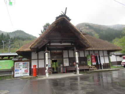 湯野上温泉駅は、福島県南会津郡下郷町にある会津鉄道の駅。