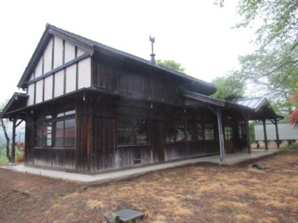 国の登録有形文化財に登録されている、下小代駅旧駅舎です。
