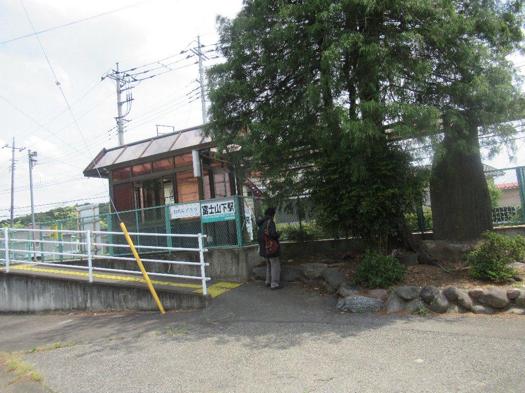 富士山下駅は、群馬県桐生市相生町にある上毛電気鉄道上毛線の駅。