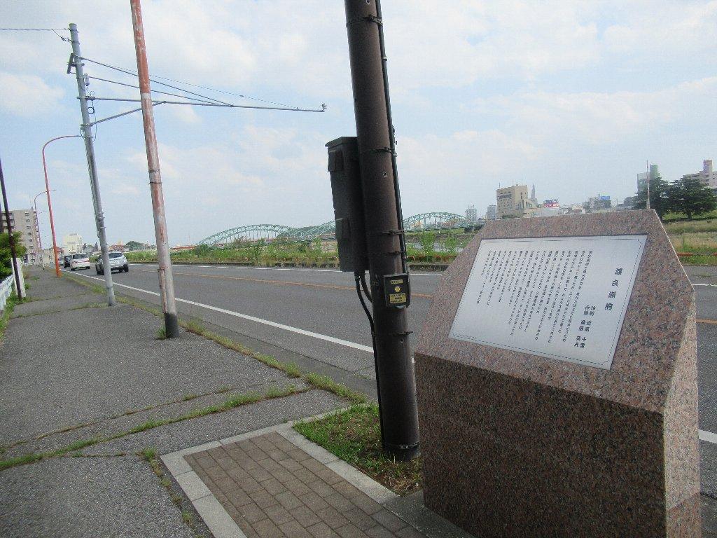 足利市の渡良瀬橋の北側に、渡良瀬橋の歌碑があるんですわ。